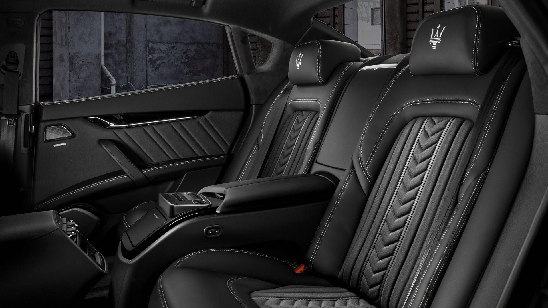 Open de deur van de Quattroporte en je ziet een combinatie van elegante Italiaanse stijl, de beste materialen en handgemaakte afwerkingen.