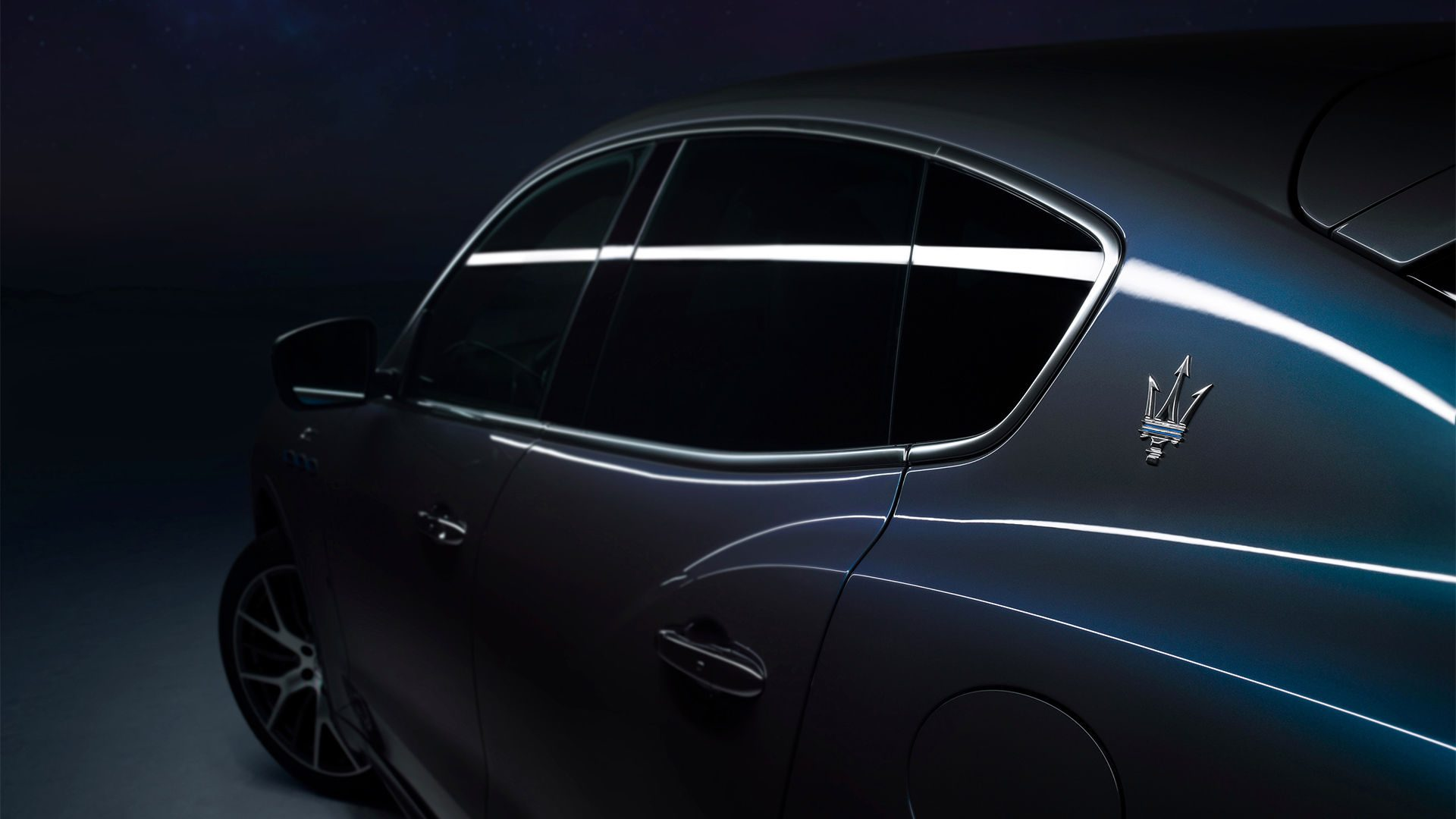 Azzurro Astro, een metallic drielaags blauwe kleur die exclusief is ontwikkeld voor de Levante Hybrid.