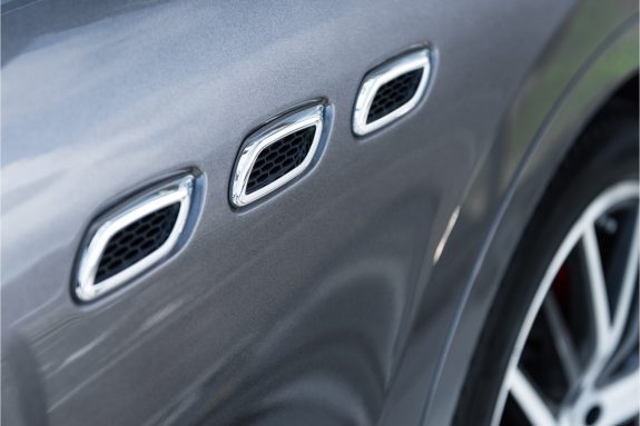 "Maserati Levante 3.0 V6 D AWD   Louwman Exclusive geleverd   Sunroof   Harman Kardon   21"" Wheels – Foto 10"